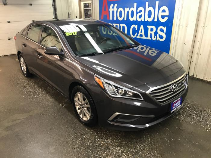 http://www.affordableusedcarsfairbanks.com/autos/2017-HYUNDAI-SONATA-Fairbanks-AK-21408 - Photo #0